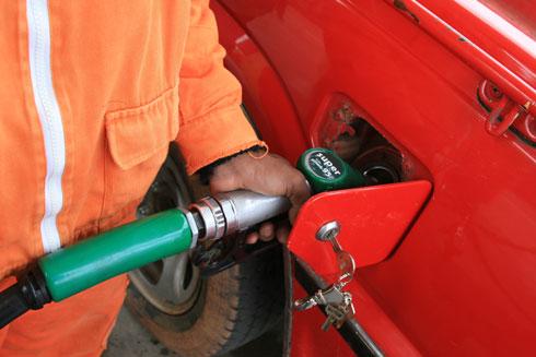 Carburant: Pas d'autres hausses prévues avant la fin  de l'année