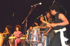 Rainitelo et ses camarades époustouflant le public de l'IFM lors du festival Angaredona. (photo d'archives)