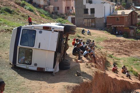 Ambohimirary: Sortie de route d'un taxi-be : huit blessés