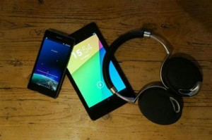 Smartphones, tablettes, casques audio: le Top 3 des cadeaux high-tech les plus achetés pour les fêtes cette année.