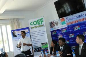 Equipe du Youth Civic Platform et Equipe de la Coef Ressource et Mr Eric Atkins de l'Ambassade des Etats-Unis -  Source: Centre de Presse