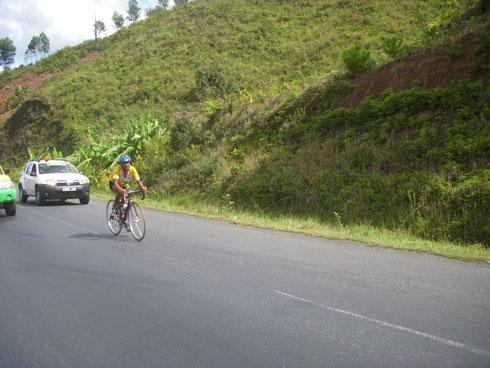 Tour de Mada cycliste : Joharivelo Andrianjaka enlève la 2e étape !