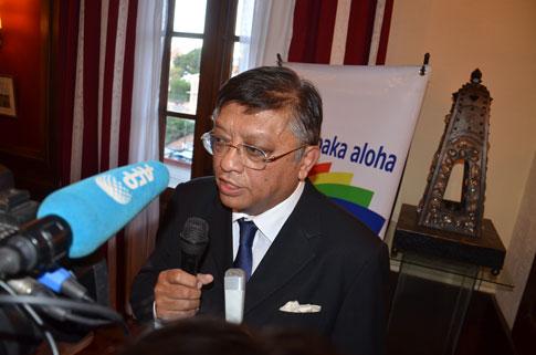 Programme économique des candidats : Jean Louis Robinson : Une autoroute Tanà-Ivato en l'espace d'un an, Hery Rajaonarimampianina : Un taux de croissance à deux chiffres très rapidement