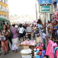 Décembre : Une ambiance de fête sur fond d'embouteillage et d'insalubrité