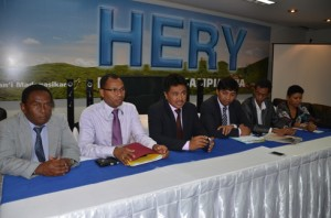 Les membres du Collectif des avocats de Hery Rajaonarimampianina avec le directeur de campagne, Jaobarison Randrianavony (3e à partir de la gauche)