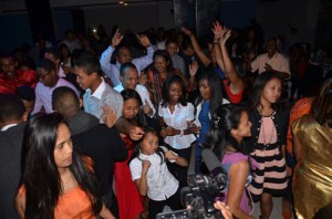 Les jeunes ont préféré une ambiance DJ (photo : Kelly)