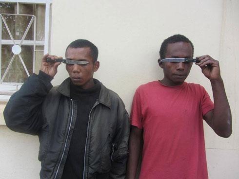 Antsirabe : Mpanendaka roa lahy voasambotry ny polisy