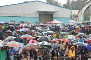 Malgré la pluie, les « Zanak'i Dada » étaient venus nombreux au Magro samedi dernier. (Photo : Kelly)
