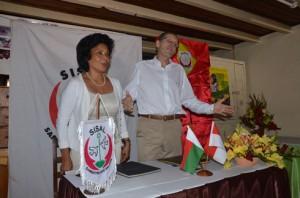 La signature de convention entre les deux parties hier au dispensaire du SISAL aux 67Ha. (photo Yvon Ram)
