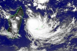 Le cyclone Bejisa, fonçant droit sur l'île voisine, hier matin.