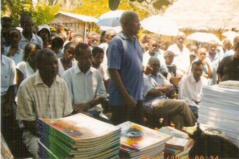 AAFED : Des livres et des vêtements pour les enfants d'Antalaha