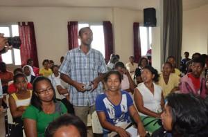 Le sujet a particulièrement intéressé les jeunes étant donné qu'ils étaient majoritaires dans la salle de conférence.