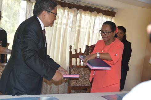 Passation de pouvoir à Tsimbazaza : Entre Mamy Rakotoarivelo et Christine Razanamahasoa