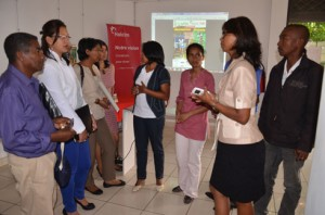 Les représentants des partenaires avec l'Association organisatrice, hier, au siège de Holcim à Analakely. (Photo Kelly).