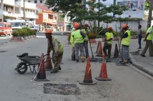 Des travaux de réfection sont en cours depuis quelques semaines sur la route circulaire. (Photo Nary Ravonjy)