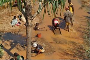 Un phénomène d'exode de la population est observé après la découverte d'une mine d'or. (Photo d'archives)