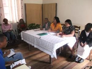 Fela Razafinjato, Présidente de l'AFHAM (au milieu de la table), est convaincue que l'Etat malgache procédera à la ratification de cette convention.