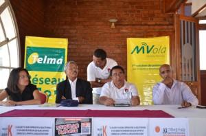 Les responsables au sein du MJKA et Telma lors d'une conférence de presse, à la Galérie Kamoula à Analakely. (Photo Kelly).
