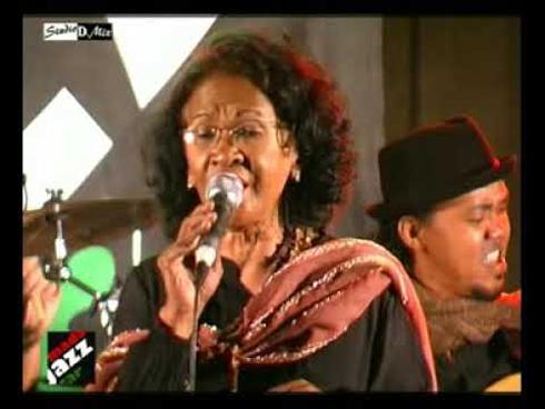 Fanja Andriamanantena au Piment Café : Un prélude à la célébration de ses 50 ans de scène !