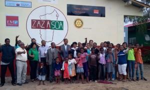 La photo de famille de cette inauguration de l'EPP Manangareza.