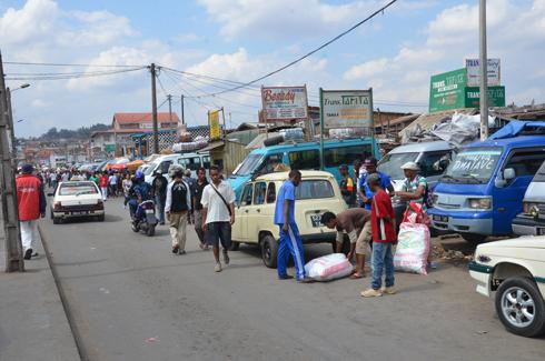 Ambodivona : Début de la chasse aux marchands trottoir, hier!