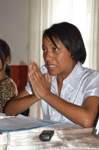 Lila Koumba défendant le cas de son mari. (Photo Nary Ravonjy)
