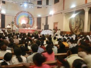Cependant, ce problème de délestage n'a pas pu empêcher les églises à être pleines.