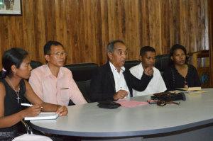 Claude Raharovoatra, au milieu, est convaincu de l'efficacité de cette Confédération syndicale des enseignants.