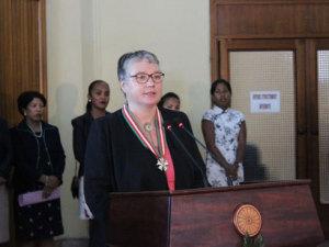 Le DG de l'AFD Anne Paugam est décorée Commandeur de l'Ordre National Malagasy, à l'occasion de sa première visite à Madagascar.