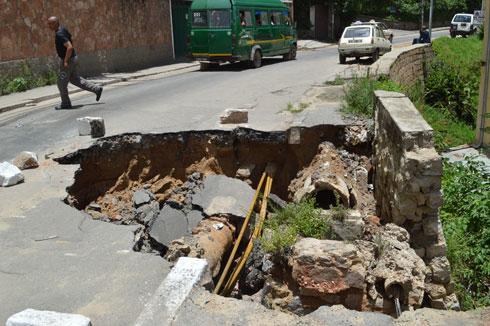 Ankadivato : Danger, la chaussée s'est effondrée !
