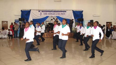 CNaPS Sport : Des footballeurs qui dansent et qui défilent