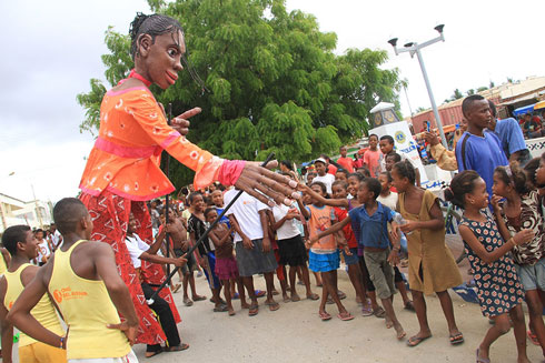 Tuléar music et sport festival : Des marionnettes de plus de trois mètres présentées au public