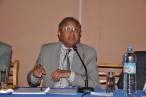 Le professeur Raymond Ranjeva parle à bon …droit.