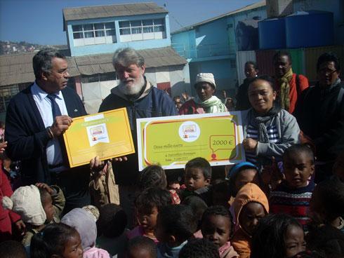 Akamasoa : « Casino world community » vient en aide à l'équipe du père Pedro