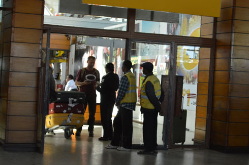 Aéroport d'Ivato : Arrivée au pays du « moramora »