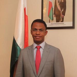 Le ministre de l'Environnement Ralava Beboarimisa prépare Madagascar à la COP21 de Paris.