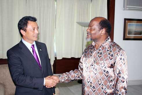 Médiation : La SADC dépêche Joachim Chissano