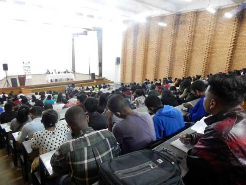 Association Lafatra : Franc succès de la conférence-débat sur le «bon leader»