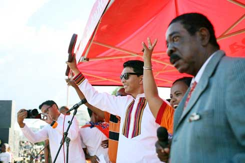 "Mananara Nord : ""La clé""remise à Andry Rajoelina par les Tangalamena"