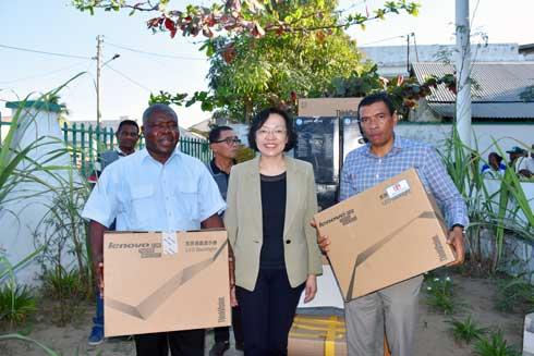 Ambassade de Chine : Don de matériels pour le Menabe