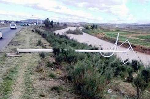 Malaza Fenoarivo : Un voleur de panneau solaire d'éclairage publicpublicpris sur le fait