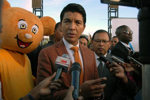 Baisse des prix des carburants : Andry Rajoelina intransigeant face aux pétroliers