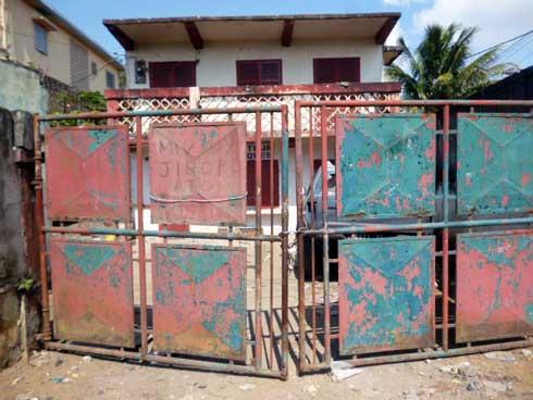 Savorovoro tao Ambolomadinika Toamasina : Ahiahy trafikan-taova niteraka sakoroka sy tora-bato