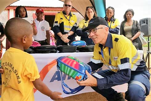 Ambatovy : 3600 kits scolaires pour 24 EPP  en soutien à l'éducation pour tous