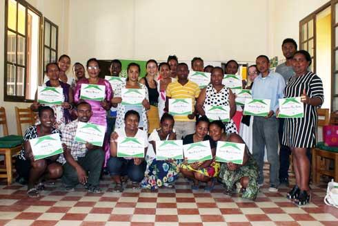 Gestion de déchets et protection de l'environnement : WHH distribue des kits pédagogiques à Toliara