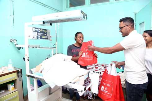Airtel Madagascar : Aide aux enfants malades du service pédiatrique de Befelatanana