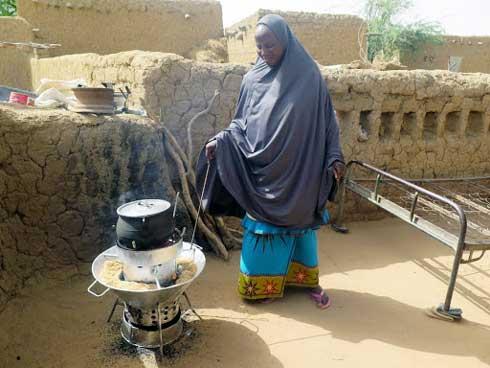 Plateforme HFKF : Lancement d'un réchaud à balle de riz